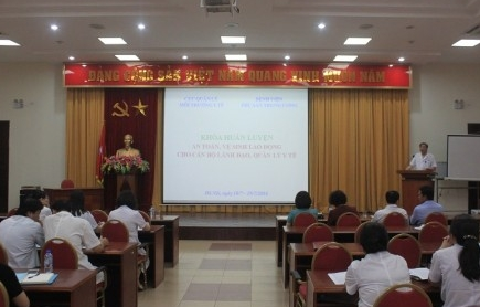http://benhvienphusantrunguong.org.vn/stores/news_dataimages/bvpstwadministrator/072016/21/15/croped/IMG_6992.jpg