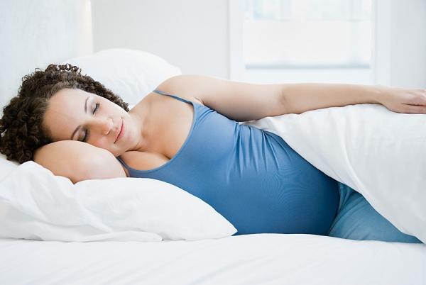 3 tư thế ngủ mẹ bầu nên tránh