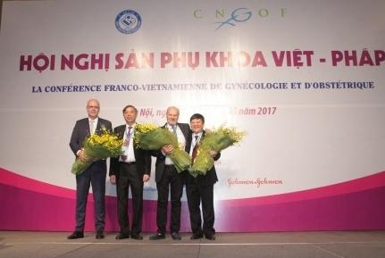 http://www.benhvienphusantrunguong.org.vn/stores/news_dataimages/vtkien/052017/18/09/croped/3.jpg